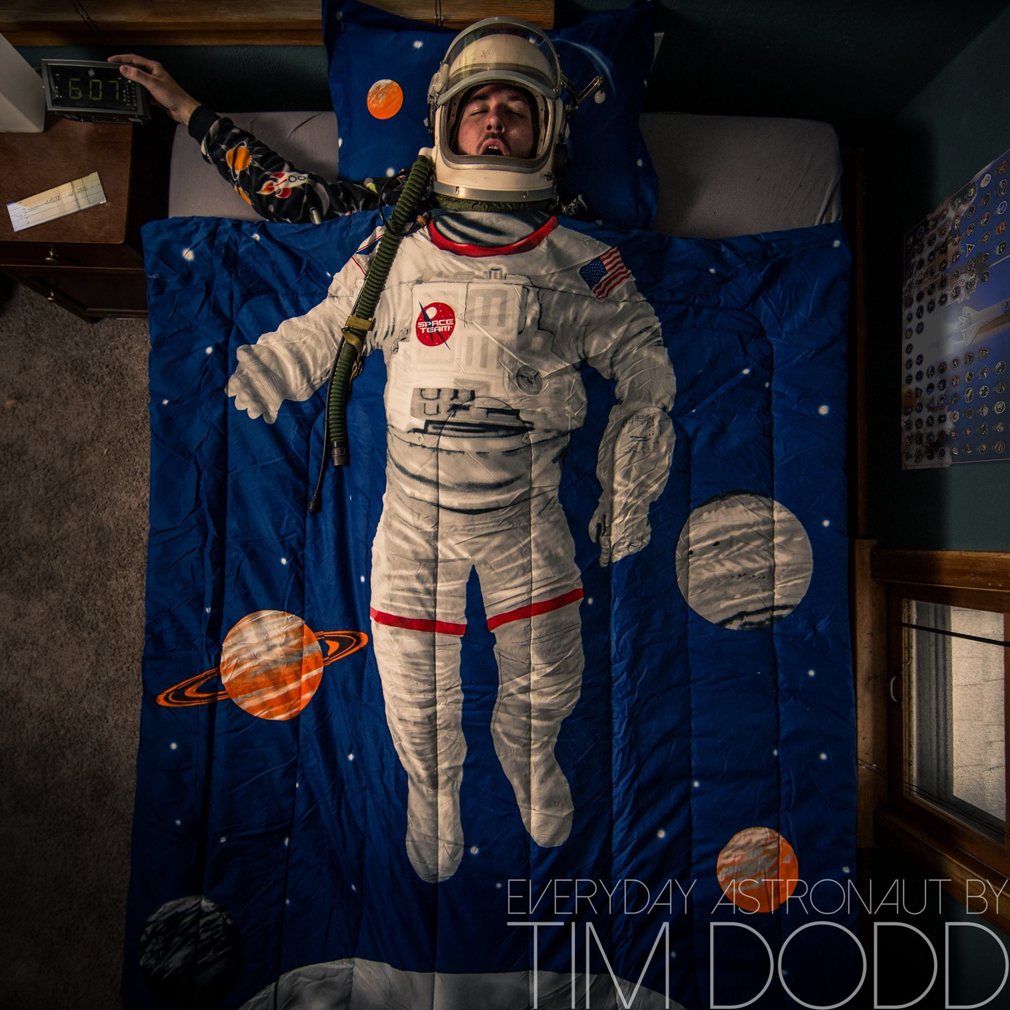 an astronaut in his space suit and with a propulsion - photo #12