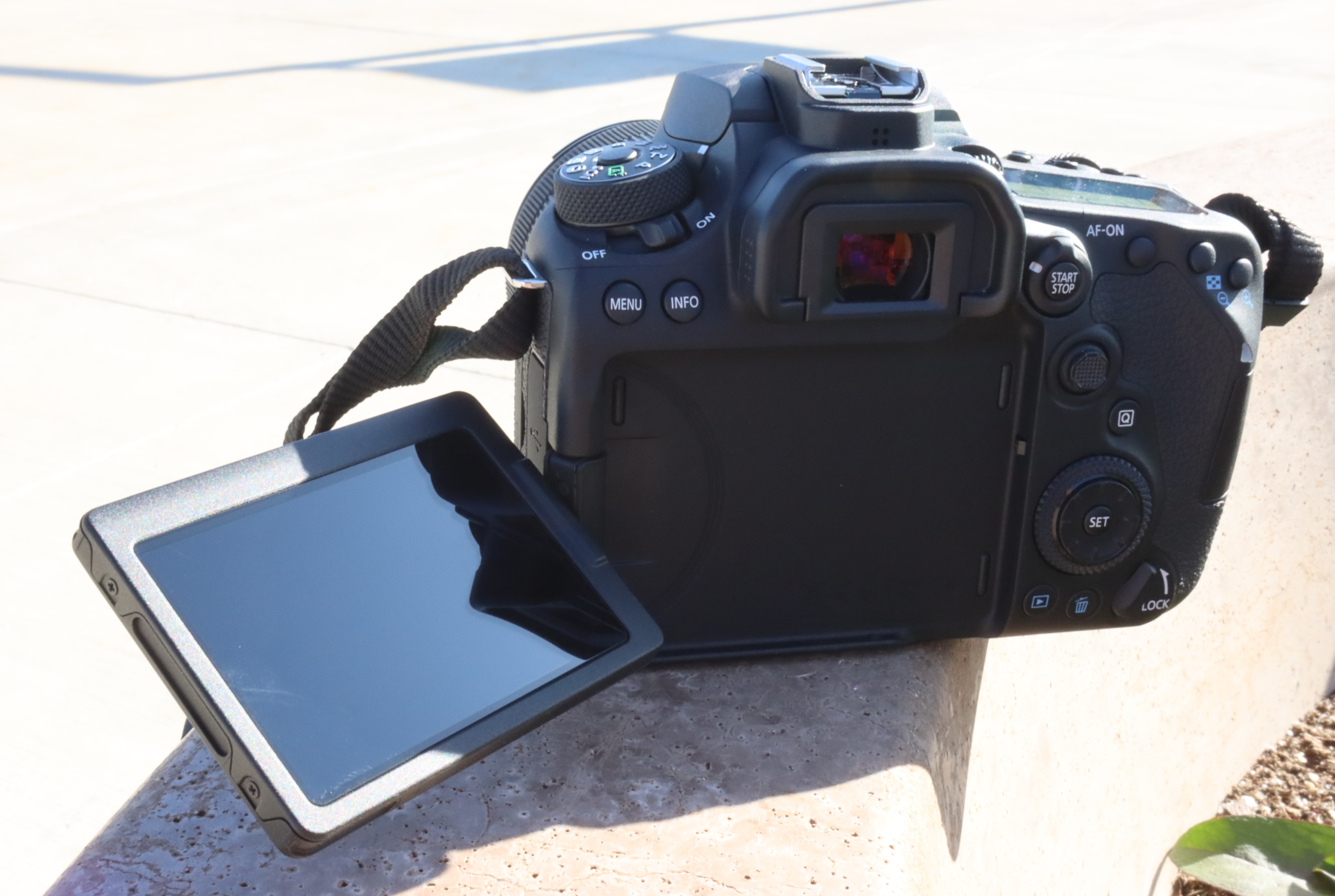 Canon 90D open LCD screen